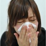 アレルギー性鼻炎の症状と原因は?主な治療法と体質改善する方法