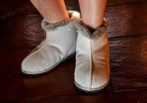 sheepskin-slippers-444181_1280