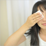ヘルペスは目の周りにも出来る?症状と原因は?治療に眼帯は必須?