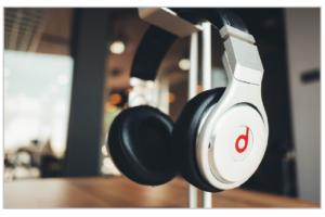 headphones-820341_1280