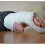 腫れ物に触るの意味と使い方とは?どんな類語がある?