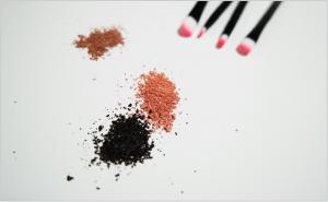 makeup-1143174_1920