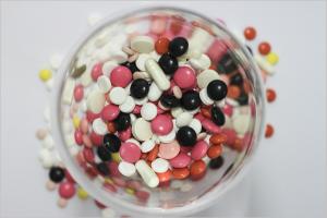 medications-342481_1920