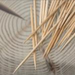 爪楊枝の由来と色々な使い方。持つ部分にある溝の意味は?