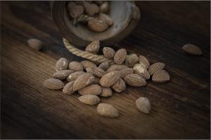 almonds-1266930_1920
